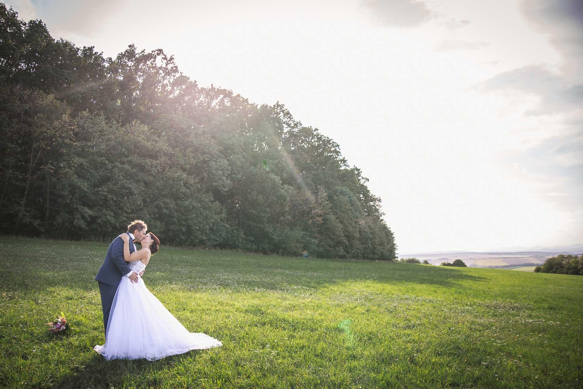 svatební-fotografie-Říp-svatební-video-ŘÍP-svatební-fotograf-ŘÍP-svatba-Mělník-svatba-Neratovice-fotograf-na-savtbu-kameraman-na-svatbu-367