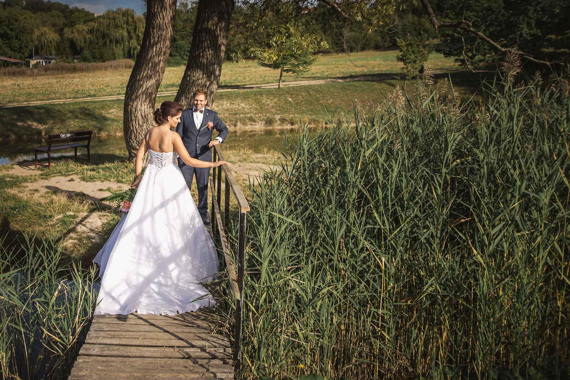 svatební-fotografie-Říp-svatební-video-ŘÍP-svatební-fotograf-ŘÍP-svatba-Mělník-svatba-Neratovice-fotograf-na-savtbu-kameraman-na-svatbu-369