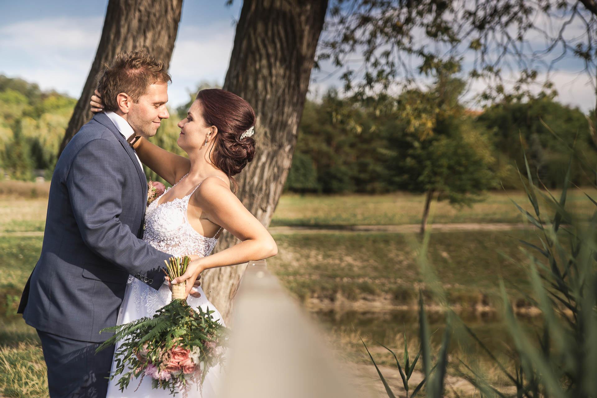 svatební-fotografie-Říp-svatební-video-ŘÍP-svatební-fotograf-ŘÍP-svatba-Mělník-svatba-Neratovice-fotograf-na-savtbu-kameraman-na-svatbu-375