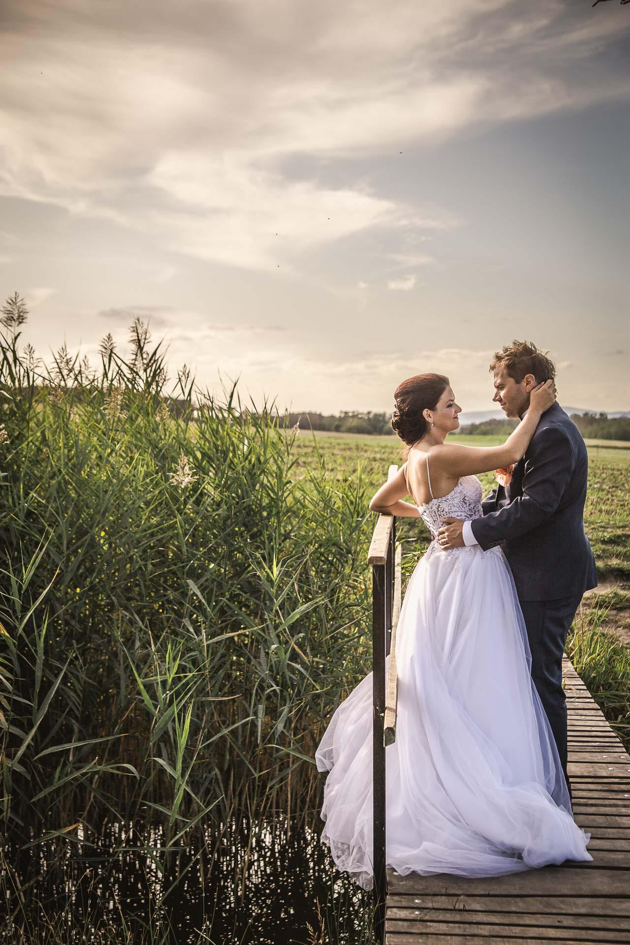 svatební-fotografie-Říp-svatební-video-ŘÍP-svatební-fotograf-ŘÍP-svatba-Mělník-svatba-Neratovice-fotograf-na-savtbu-kameraman-na-svatbu-376