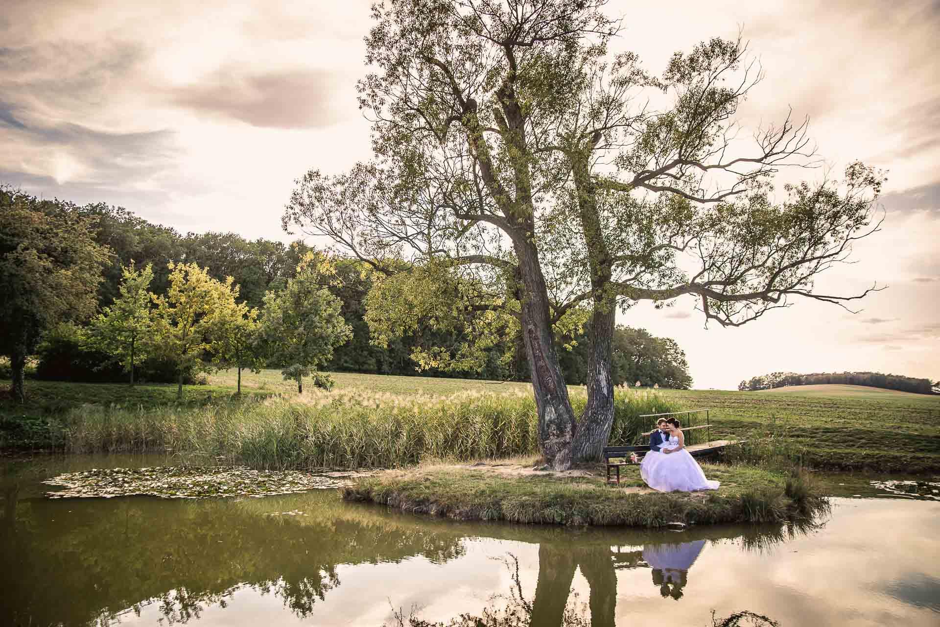 svatební-fotografie-Říp-svatební-video-ŘÍP-svatební-fotograf-ŘÍP-svatba-Mělník-svatba-Neratovice-fotograf-na-savtbu-kameraman-na-svatbu-385