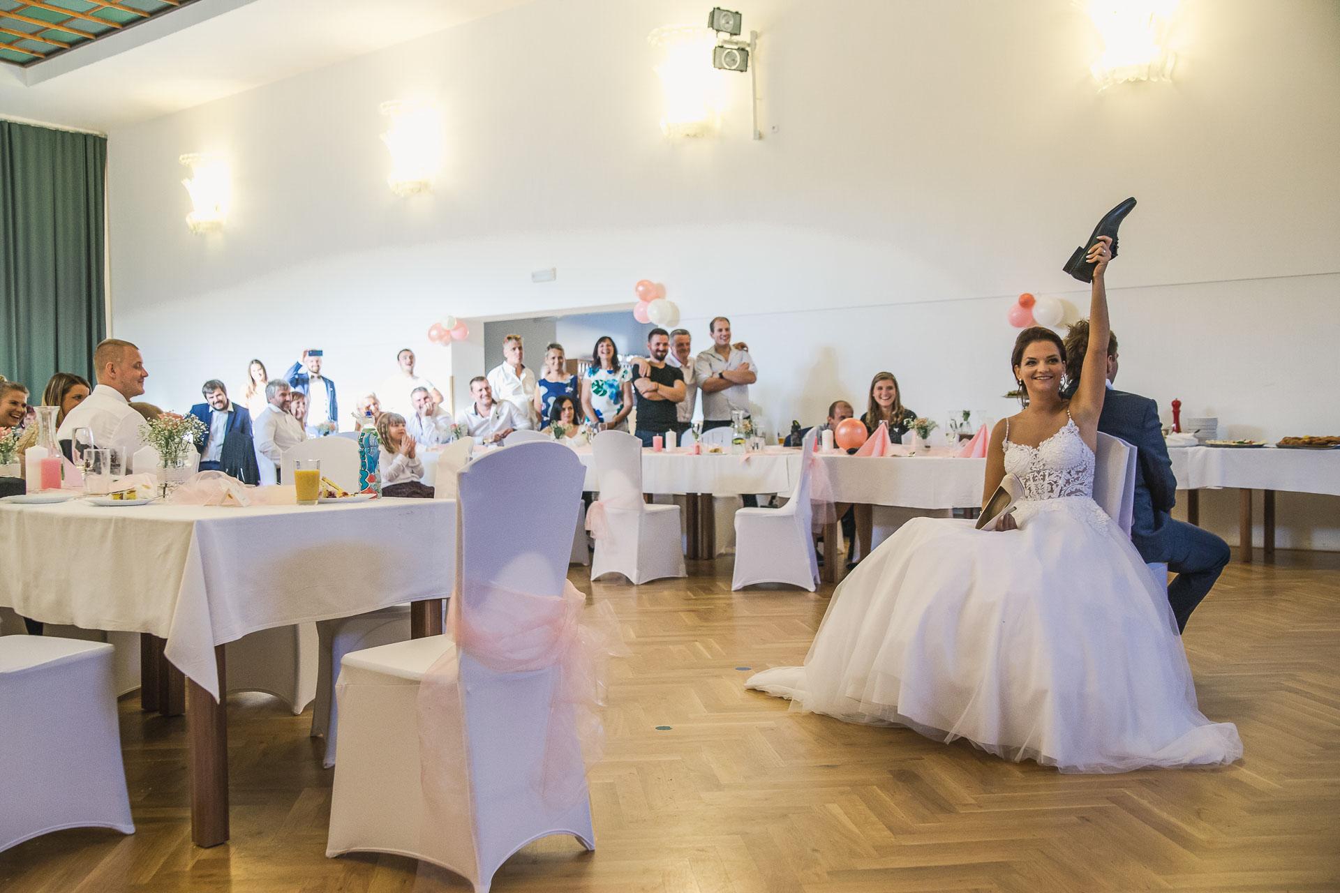 svatební-fotografie-Říp-svatební-video-ŘÍP-svatební-fotograf-ŘÍP-svatba-Mělník-svatba-Neratovice-fotograf-na-savtbu-kameraman-na-svatbu-403