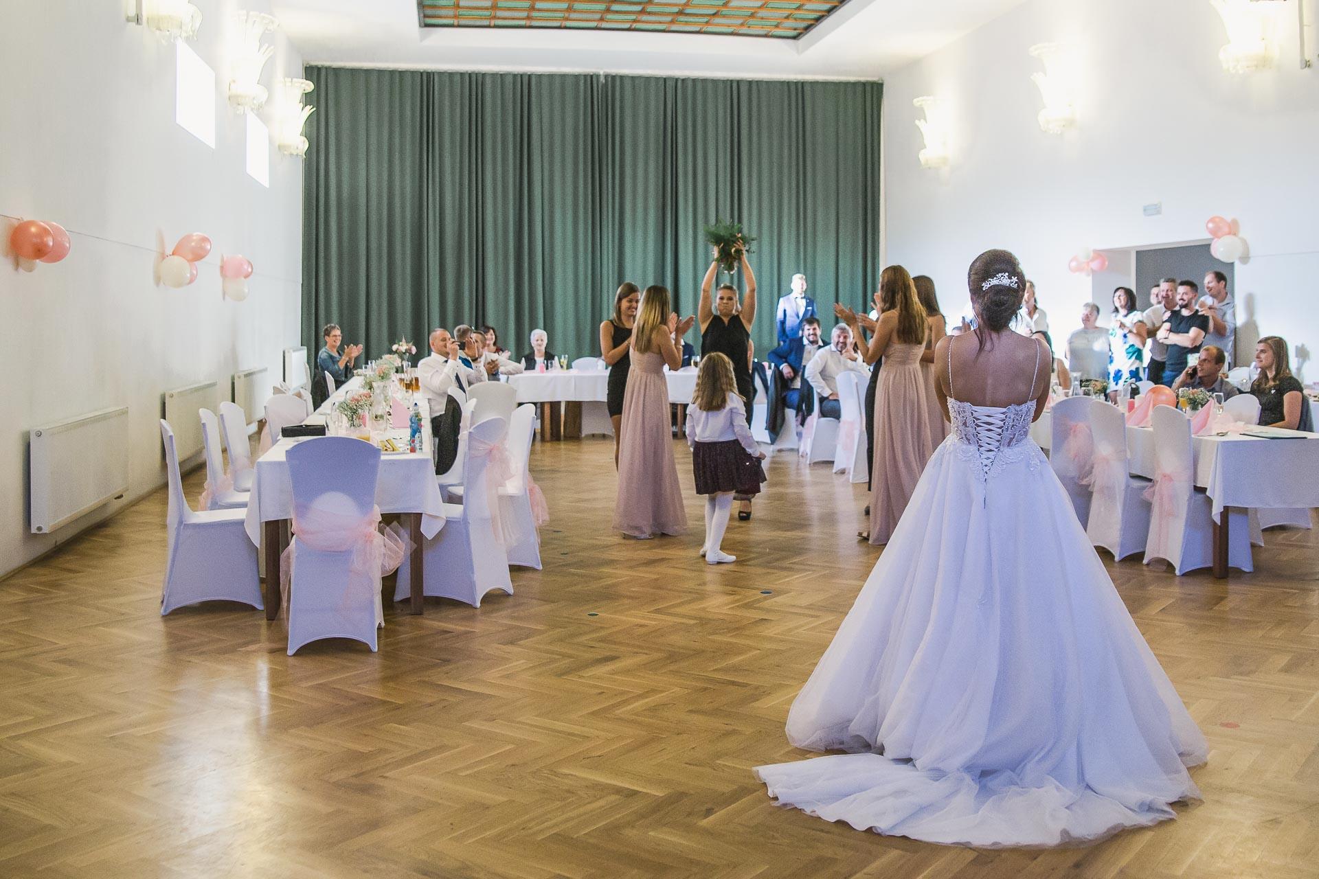 svatební-fotografie-Říp-svatební-video-ŘÍP-svatební-fotograf-ŘÍP-svatba-Mělník-svatba-Neratovice-fotograf-na-savtbu-kameraman-na-svatbu-419