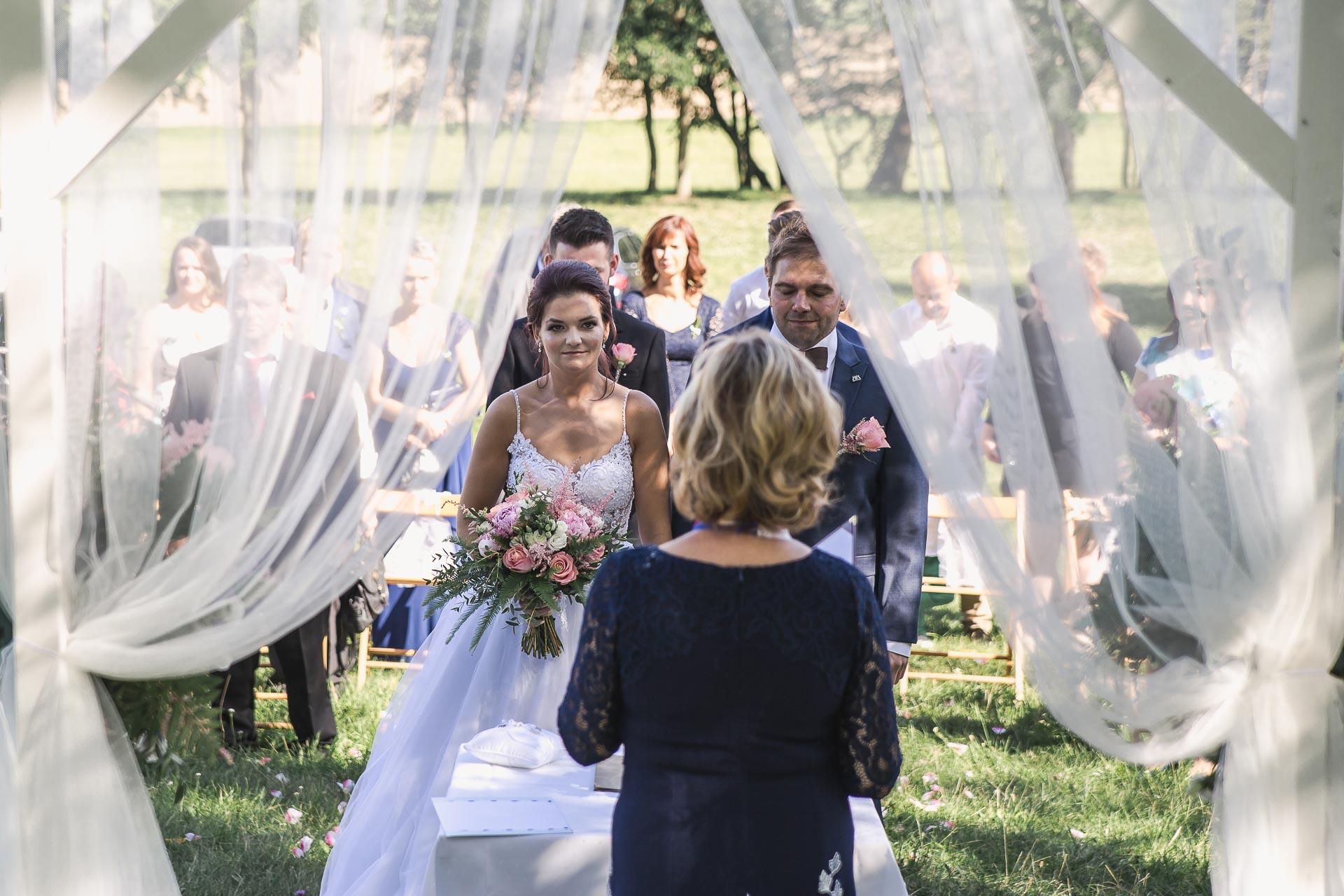 svatební-fotografie-Říp-svatební-video-ŘÍP-svatební-fotograf-ŘÍP-svatba-Mělník-svatba-Neratovice-fotograf-na-savtbu-kameraman-na-svatbu-98
