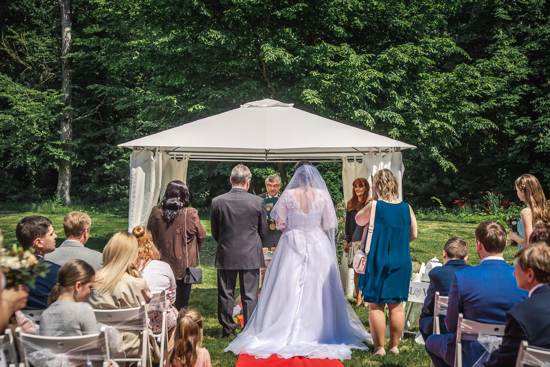 svatba-venku