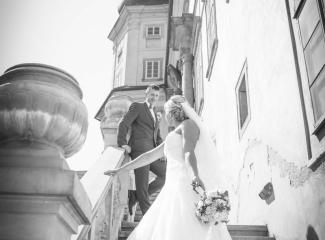 svatební fotograf zámek Mníšek pod Brdy, svatba na zámku, letní nejkrásnější zámecká svatba, Bára a Ondra-100