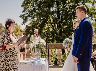svatební fotograf zámek Mníšek pod Brdy, svatba na zámku, letní nejkrásnější zámecká svatba, Bára a Ondra-40