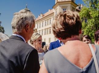 svatební fotograf zámek Mníšek pod Brdy, svatba na zámku, letní nejkrásnější zámecká svatba, Bára a Ondra-56