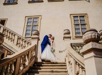 svatební fotograf zámek Mníšek pod Brdy, svatba na zámku, letní nejkrásnější zámecká svatba, Bára a Ondra-89