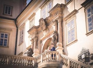 svatební fotograf zámek Mníšek pod Brdy, svatba na zámku, letní nejkrásnější zámecká svatba, Bára a Ondra-101