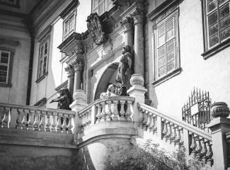 svatební fotograf zámek Mníšek pod Brdy, svatba na zámku, letní nejkrásnější zámecká svatba, Bára a Ondra-102