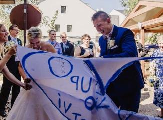 svatební fotograf zámek Mníšek pod Brdy, svatba na zámku, letní nejkrásnější zámecká svatba, Bára a Ondra-109