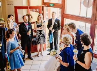 svatební fotograf zámek Mníšek pod Brdy, svatba na zámku, letní nejkrásnější zámecká svatba, Bára a Ondra-113