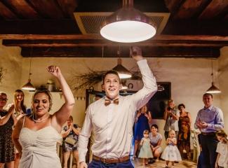 svatební fotograf zámek Mníšek pod Brdy, svatba na zámku, letní nejkrásnější zámecká svatba, Bára a Ondra-150
