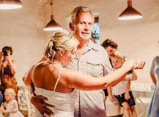 svatební fotograf zámek Mníšek pod Brdy, svatba na zámku, letní nejkrásnější zámecká svatba, Bára a Ondra-153