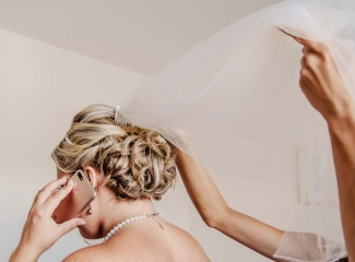 svatební fotograf zámek Mníšek pod Brdy, svatba na zámku, letní nejkrásnější zámecká svatba, Bára a Ondra-17