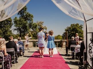svatební fotograf zámek Mníšek pod Brdy, svatba na zámku, letní nejkrásnější zámecká svatba, Bára a Ondra-36
