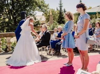 svatební fotograf zámek Mníšek pod Brdy, svatba na zámku, letní nejkrásnější zámecká svatba, Bára a Ondra-44