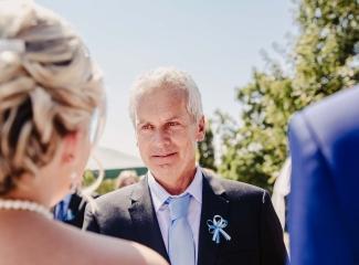 svatební fotograf zámek Mníšek pod Brdy, svatba na zámku, letní nejkrásnější zámecká svatba, Bára a Ondra-62