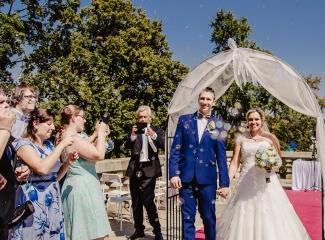 svatební fotograf zámek Mníšek pod Brdy, svatba na zámku, letní nejkrásnější zámecká svatba, Bára a Ondra-74