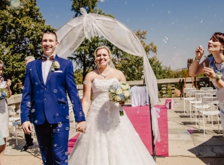 svatební fotograf zámek Mníšek pod Brdy, svatba na zámku, letní nejkrásnější zámecká svatba, Bára a Ondra-75