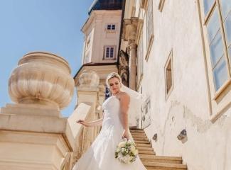 svatební fotograf zámek Mníšek pod Brdy, svatba na zámku, letní nejkrásnější zámecká svatba, Bára a Ondra-96