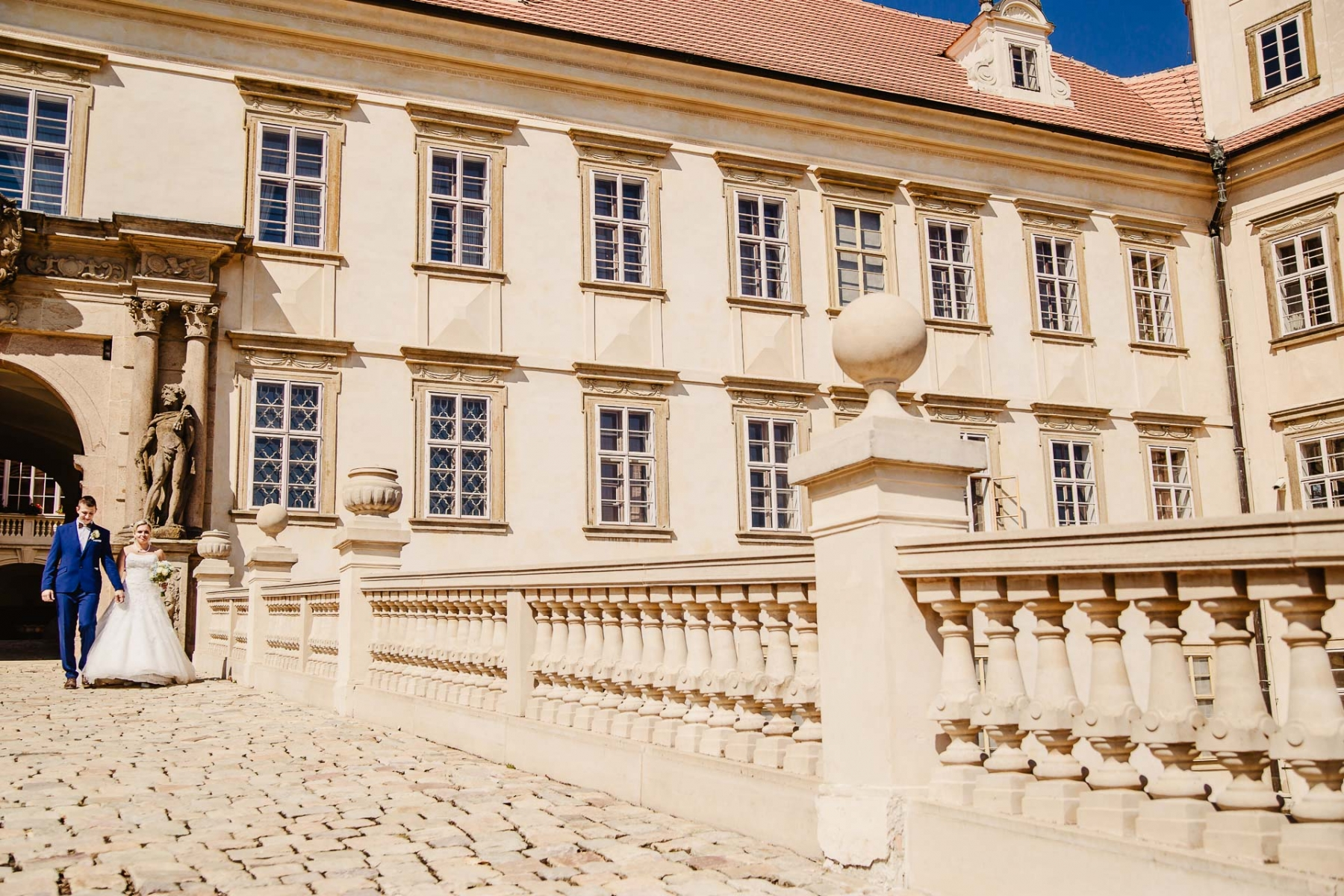 svatební fotograf zámek Mníšek pod Brdy, svatba na zámku, letní nejkrásnější zámecká svatba, Bára a Ondra-103