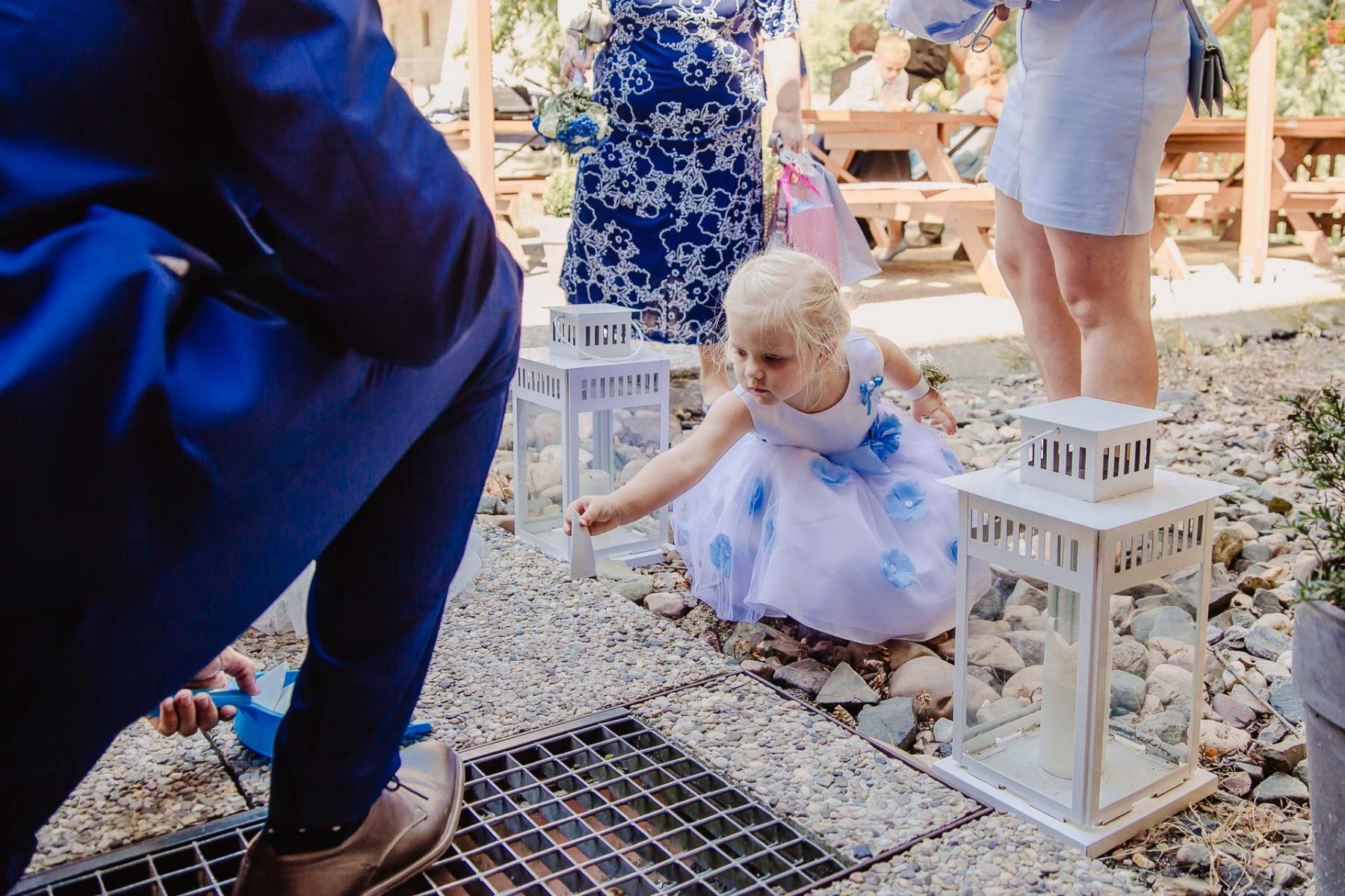 svatební fotograf zámek Mníšek pod Brdy, svatba na zámku, letní nejkrásnější zámecká svatba, Bára a Ondra-112