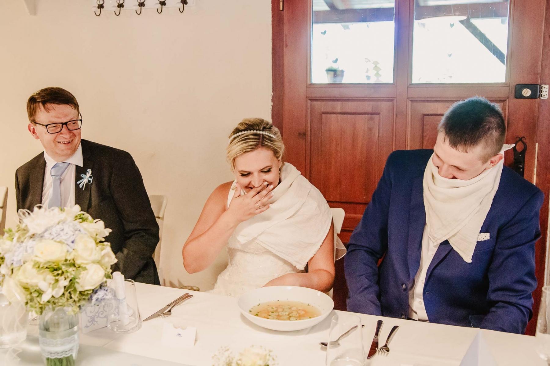 svatební fotograf zámek Mníšek pod Brdy, svatba na zámku, letní nejkrásnější zámecká svatba, Bára a Ondra-117