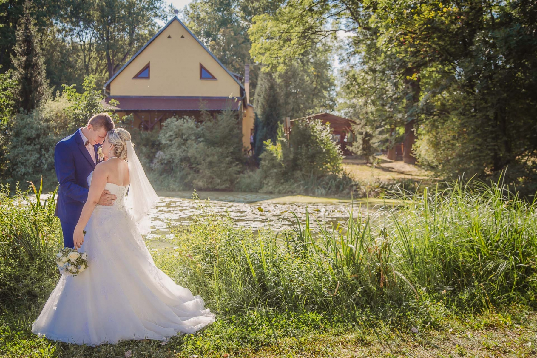 svatební fotograf zámek Mníšek pod Brdy, svatba na zámku, letní nejkrásnější zámecká svatba, Bára a Ondra-125