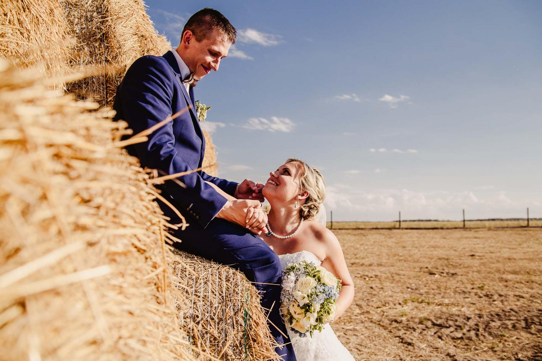 svatební fotograf zámek Mníšek pod Brdy, svatba na zámku, letní nejkrásnější zámecká svatba, Bára a Ondra-142