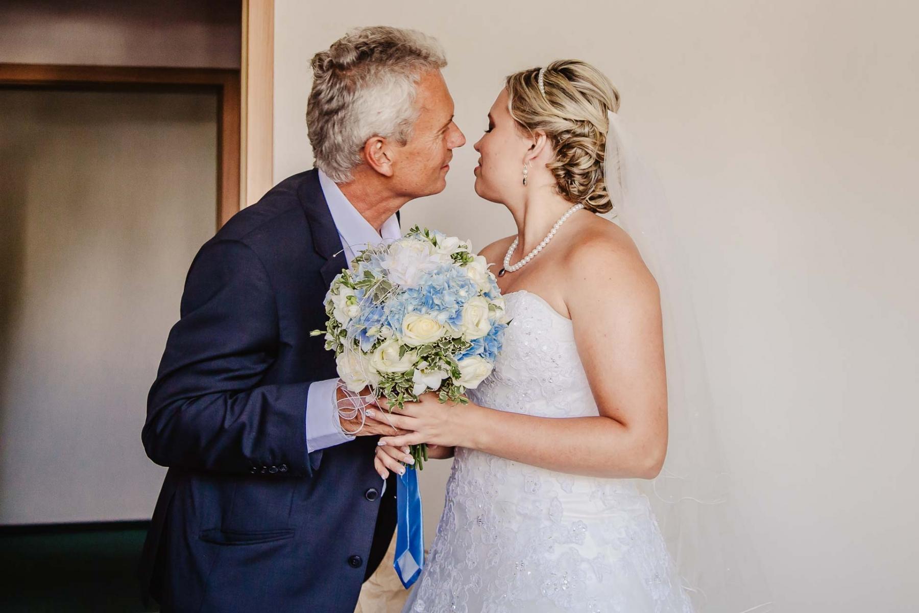 svatební fotograf zámek Mníšek pod Brdy, svatba na zámku, letní nejkrásnější zámecká svatba, Bára a Ondra-19