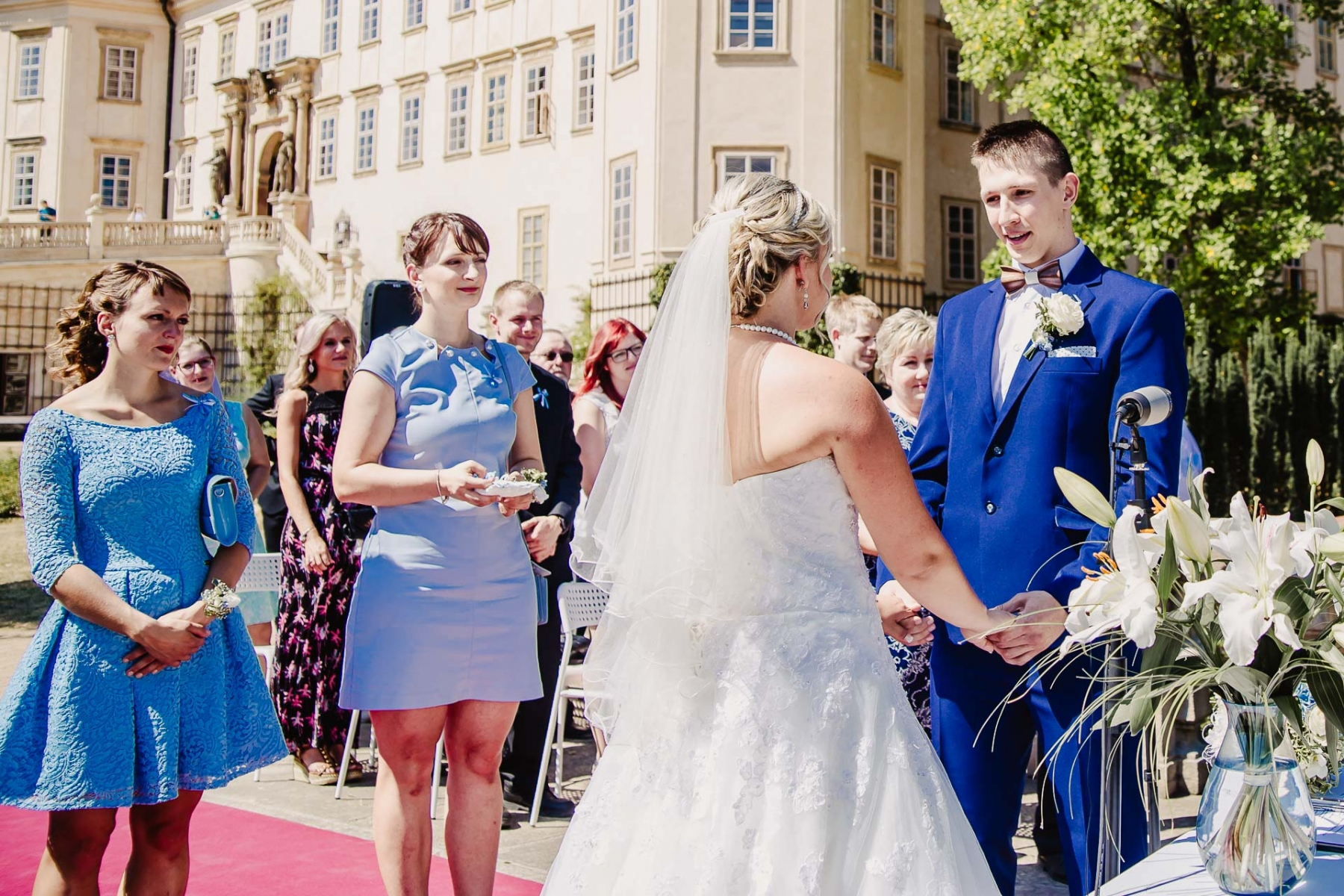 svatební fotograf zámek Mníšek pod Brdy, svatba na zámku, letní nejkrásnější zámecká svatba, Bára a Ondra-46