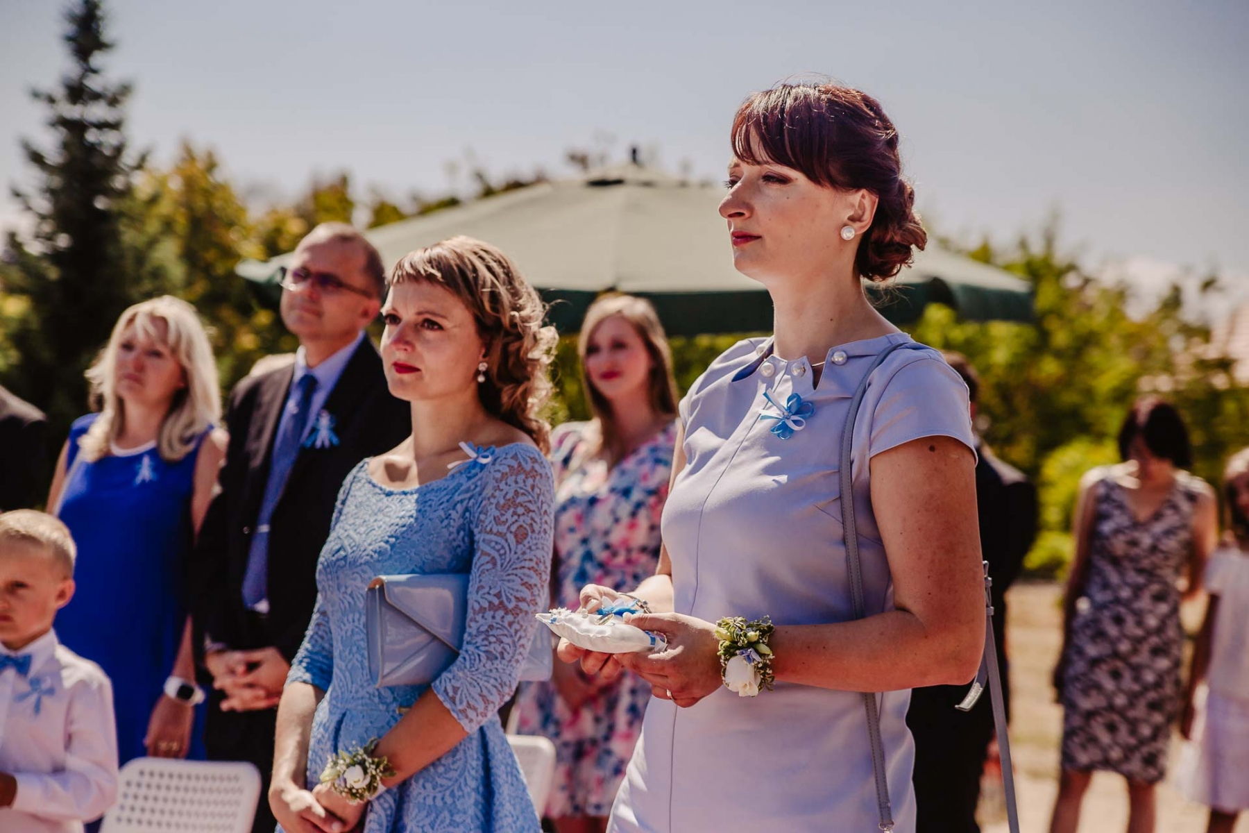 svatební fotograf zámek Mníšek pod Brdy, svatba na zámku, letní nejkrásnější zámecká svatba, Bára a Ondra-52