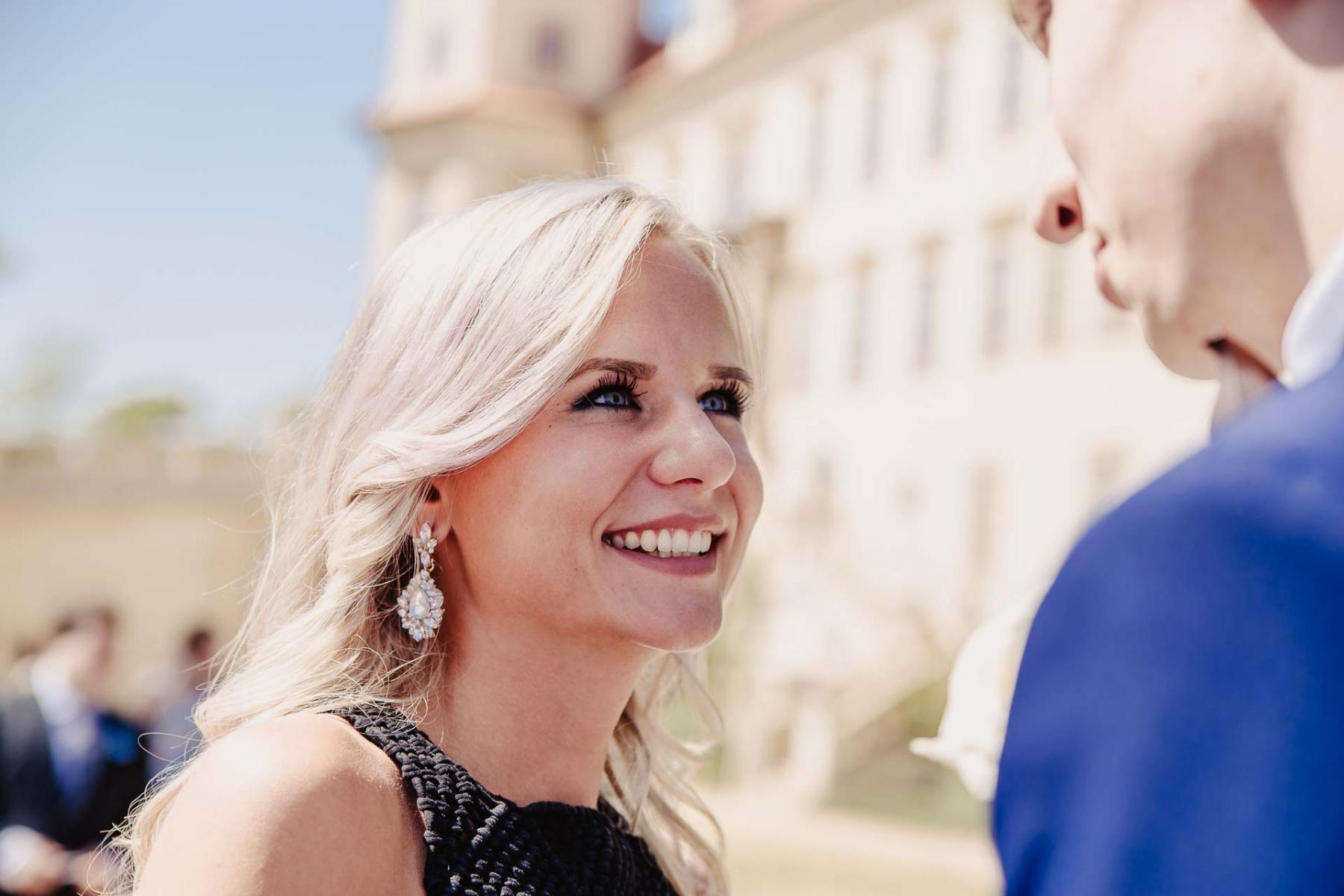 svatební fotograf zámek Mníšek pod Brdy, svatba na zámku, letní nejkrásnější zámecká svatba, Bára a Ondra-69