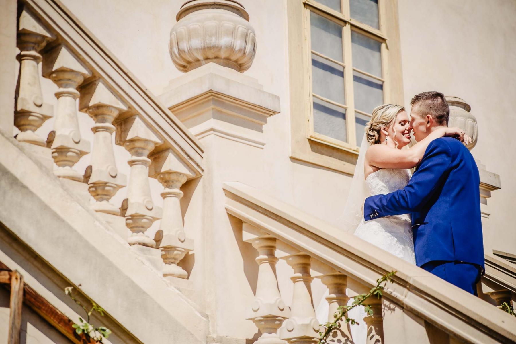 svatební fotograf zámek Mníšek pod Brdy, svatba na zámku, letní nejkrásnější zámecká svatba, Bára a Ondra-84