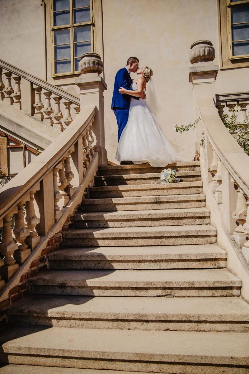 svatební fotograf zámek Mníšek pod Brdy, svatba na zámku, letní nejkrásnější zámecká svatba, Bára a Ondra-86