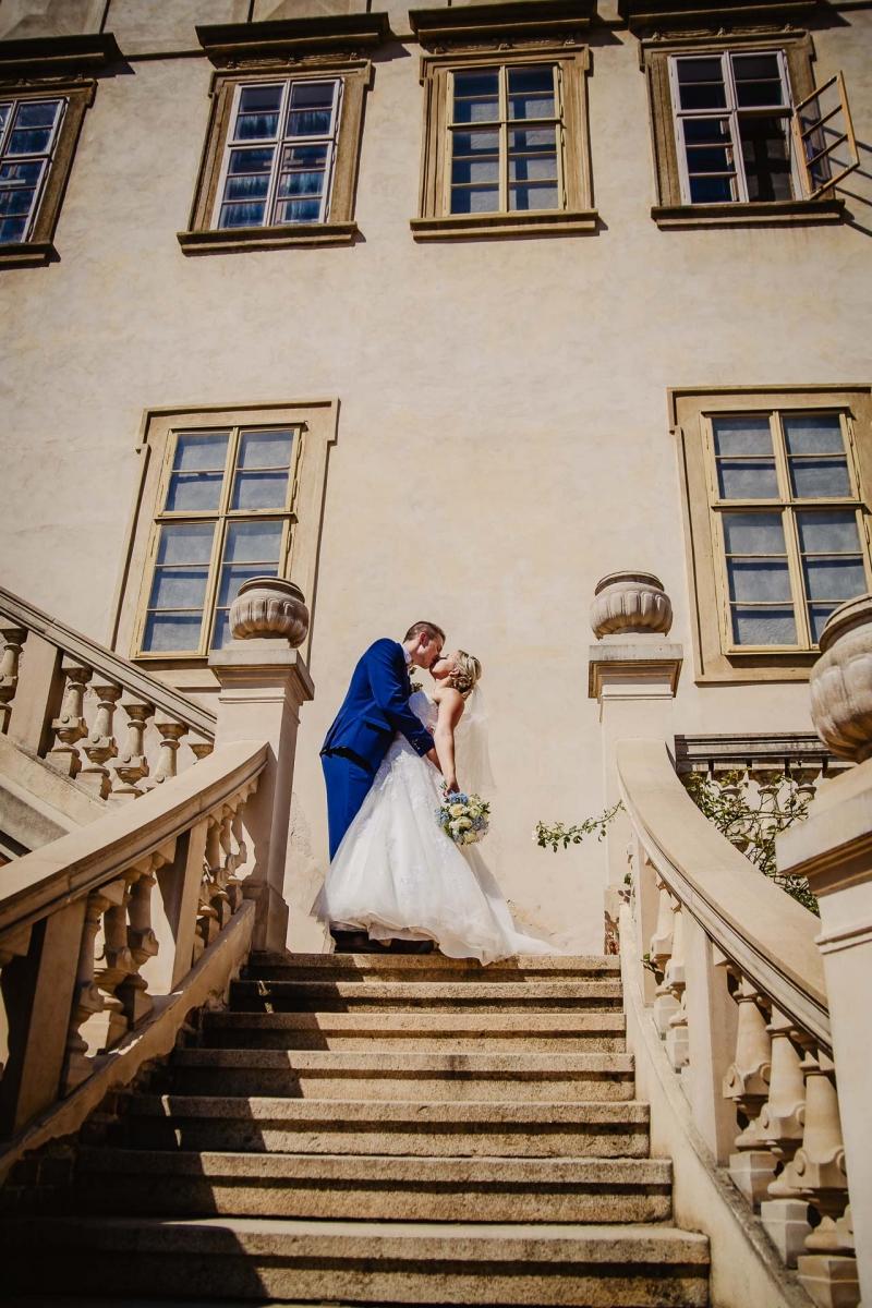 svatební fotograf zámek Mníšek pod Brdy, svatba na zámku, letní nejkrásnější zámecká svatba, Bára a Ondra-88