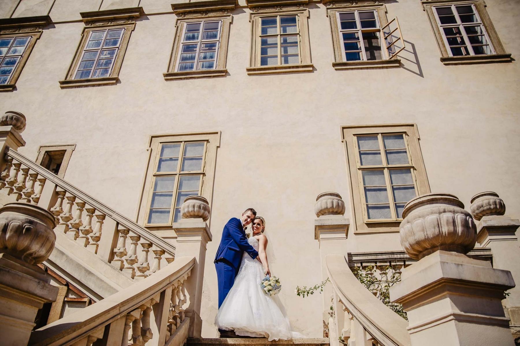 svatební fotograf zámek Mníšek pod Brdy, svatba na zámku, letní nejkrásnější zámecká svatba, Bára a Ondra-91