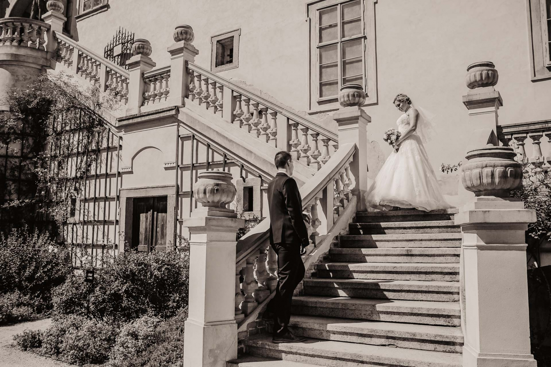 svatební fotograf zámek Mníšek pod Brdy, svatba na zámku, letní nejkrásnější zámecká svatba, Bára a Ondra-92