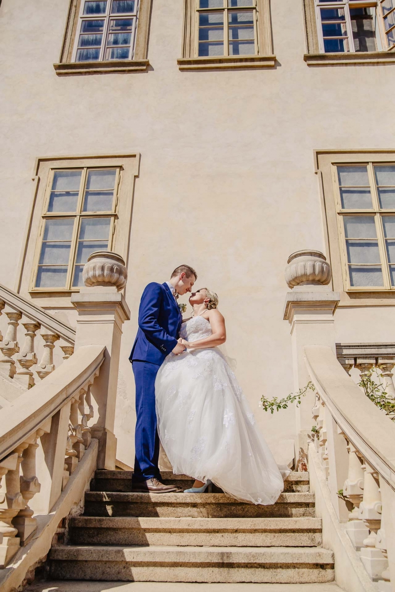 svatební fotograf zámek Mníšek pod Brdy, svatba na zámku, letní nejkrásnější zámecká svatba, Bára a Ondra-93