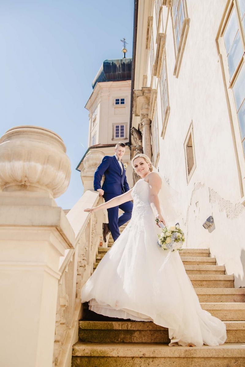 svatební fotograf zámek Mníšek pod Brdy, svatba na zámku, letní nejkrásnější zámecká svatba, Bára a Ondra-97