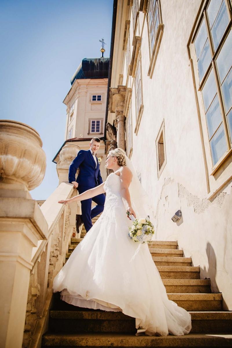 svatební fotograf zámek Mníšek pod Brdy, svatba na zámku, letní nejkrásnější zámecká svatba, Bára a Ondra-98