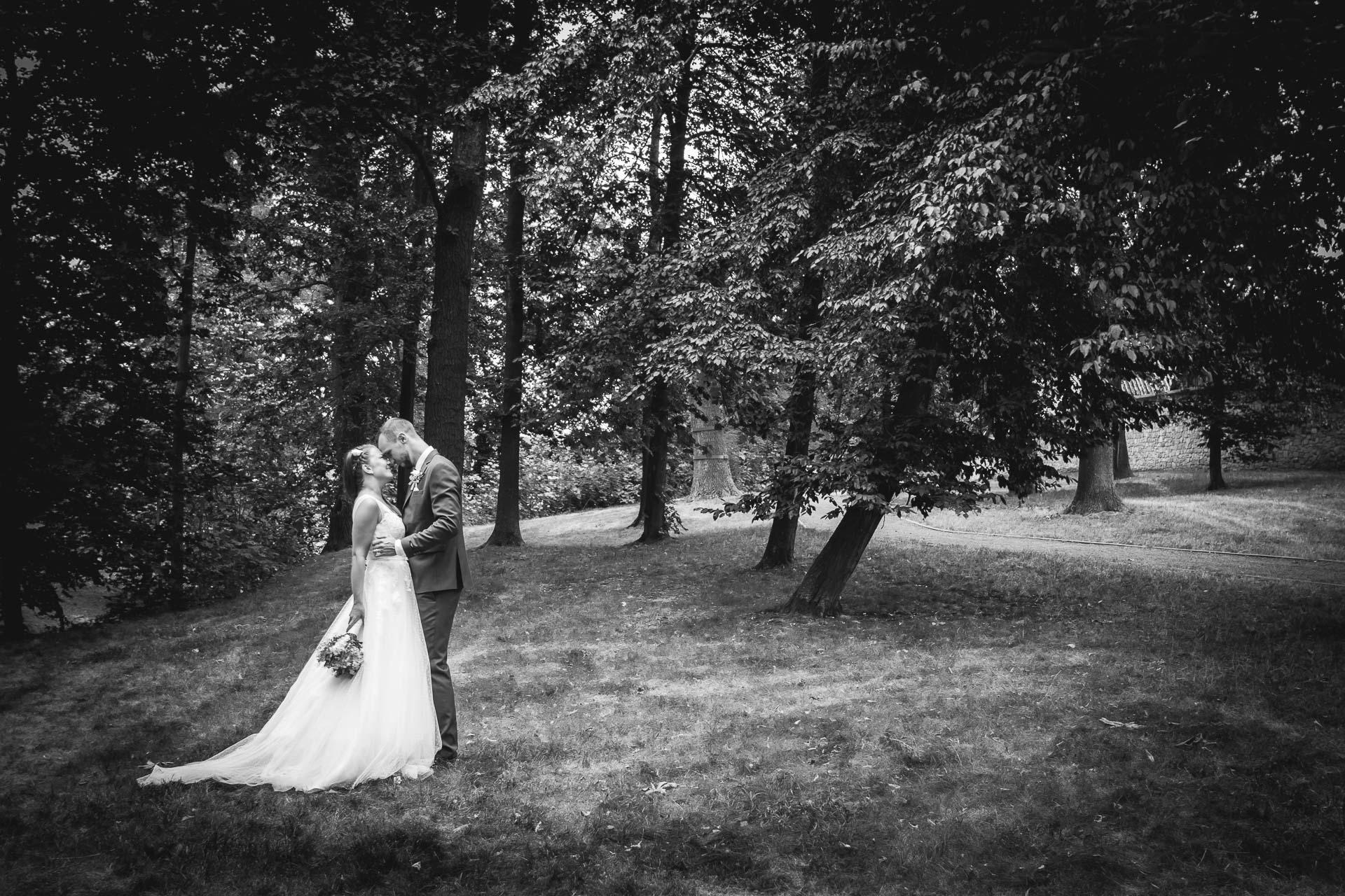 svatební-fotograf-dolní-počernice-svatební-fotograf-Zámecký-park-Dolní-Počernice-108