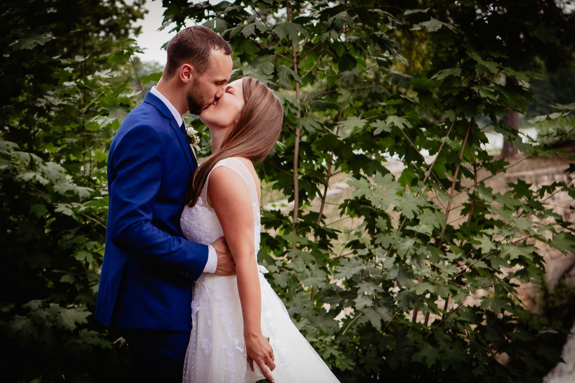 svatební-fotograf-dolní-počernice-svatební-fotograf-Zámecký-park-Dolní-Počernice-112