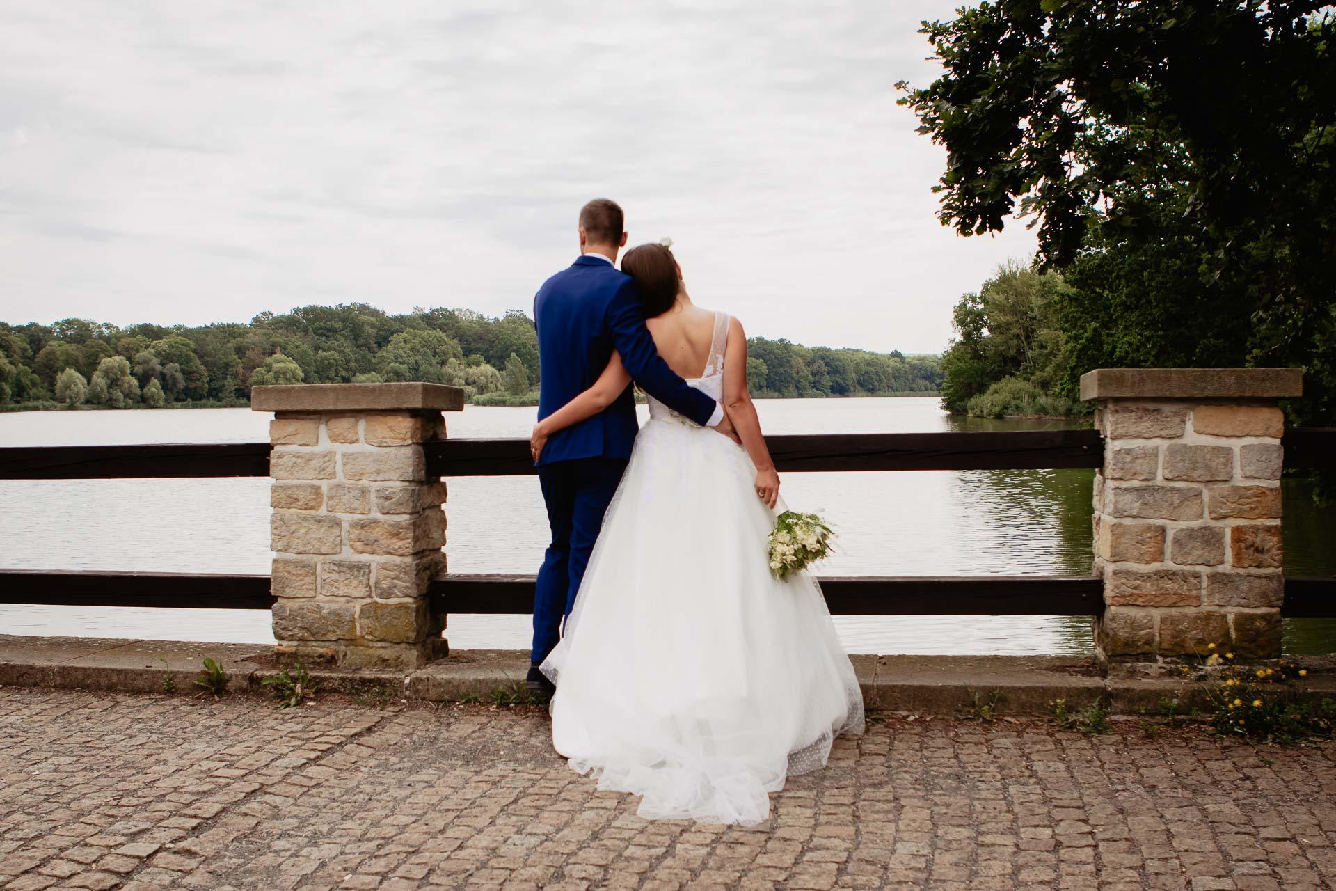 svatební-fotograf-dolní-počernice-svatební-fotograf-Zámecký-park-Dolní-Počernice-119