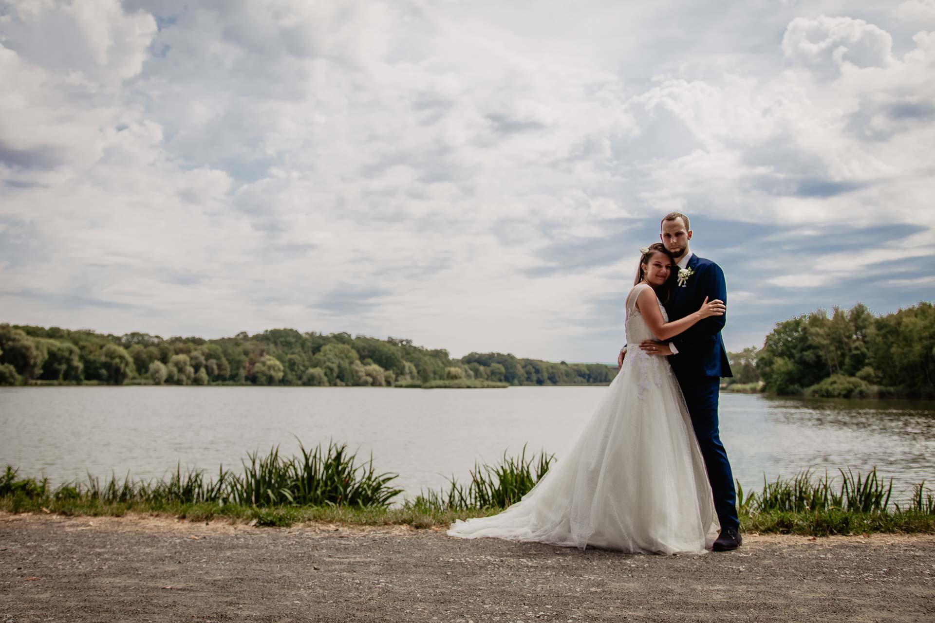 svatební-fotograf-dolní-počernice-svatební-fotograf-Zámecký-park-Dolní-Počernice-122