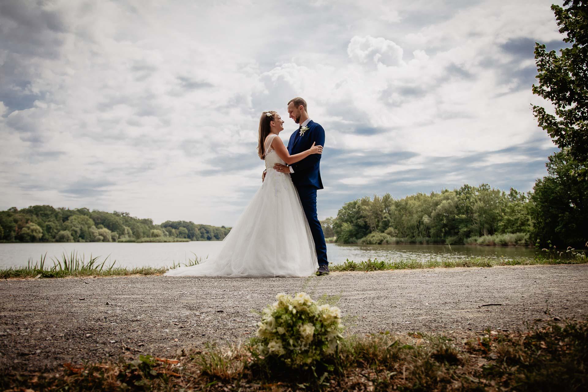 svatební-fotograf-dolní-počernice-svatební-fotograf-Zámecký-park-Dolní-Počernice-123