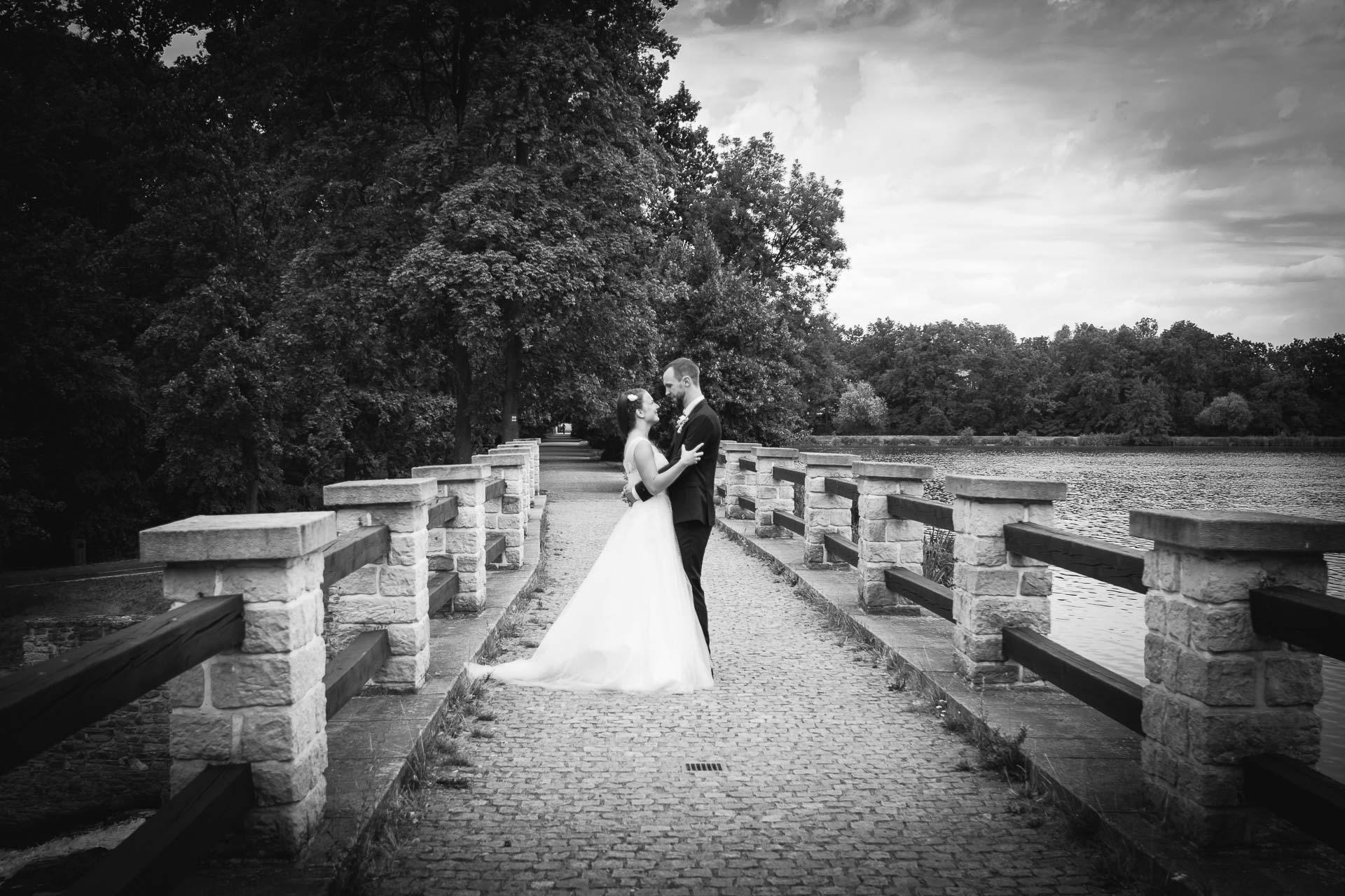 svatební-fotograf-dolní-počernice-svatební-fotograf-Zámecký-park-Dolní-Počernice-132