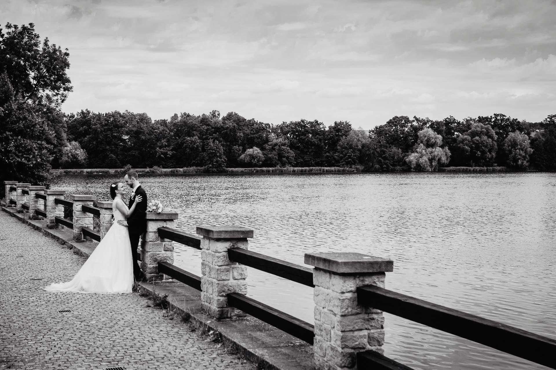 svatební-fotograf-dolní-počernice-svatební-fotograf-Zámecký-park-Dolní-Počernice-135